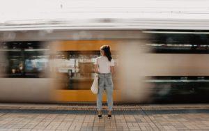 婚活アプリで会う際のポイントと注意点【安全に楽しく会おう】 電車